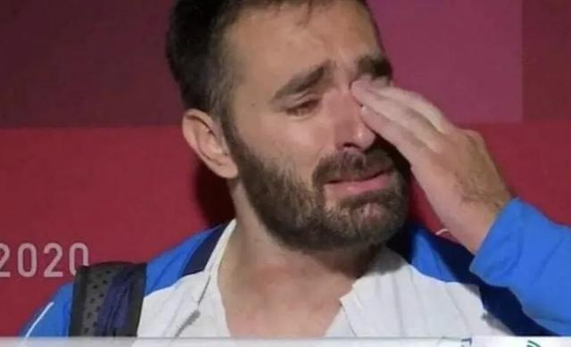 因贫退役希腊举重选手赛后泪奔月领200欧元无法继续训练